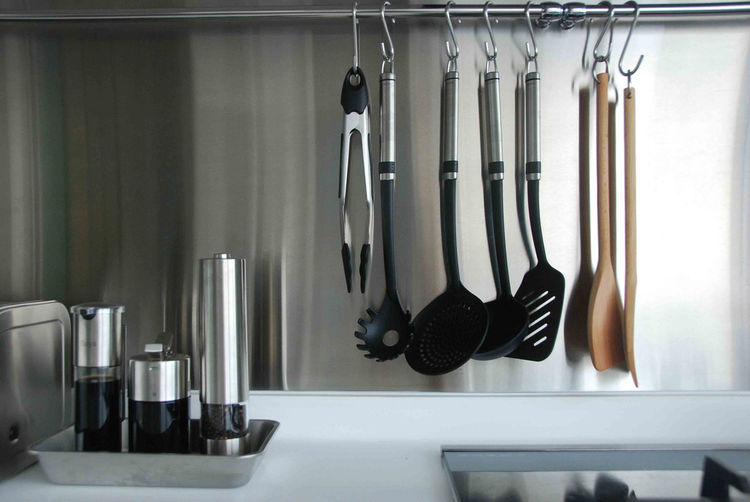 In order to compensate for the storage space given over to the oven and microwave, the Seahs added a metal bar to hang spoons, spatulas and tongs.