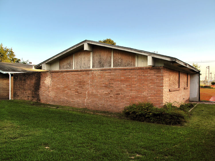 The original orientation of the house at 6513 Sharpstown Drive in Houston. With a group of art collectors and architects, Carroll formed an LLC to purchase the property in 2007. Because of the city's extremely liberal land-use ordinances she says that Hou