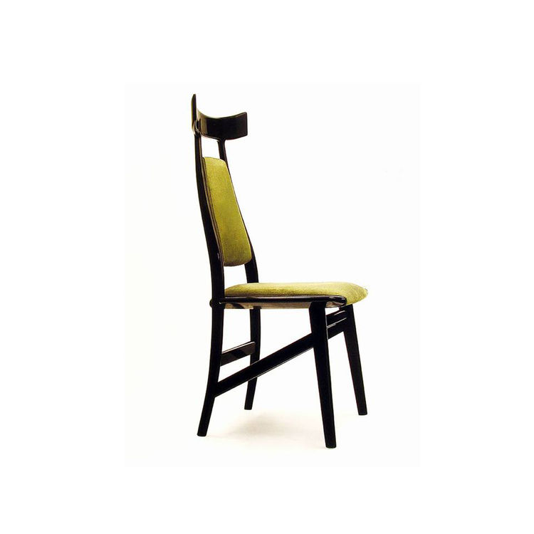 "Echoing the exaggerated headrest of the Aspas chair, the Bule chair was designed in 1996. Photo courtesy <a href=""http://www.espasso.com"">Espasso</a>."