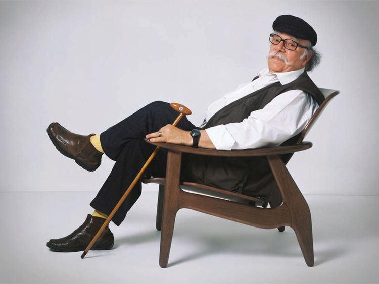 "The Diz armchair emanates mid-century style, but was designed by Rodrigues, in solid tauari wood, in 2002. Photo courtesy <a href=""www.espasso.com"">Espasso</a>."