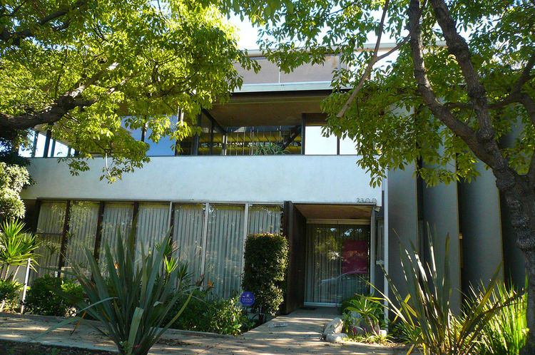 "Here's the Neutra VDL house, a great experimental house that's available for public viewing. For tours, <a href=""http://www.neutra-vdl.org"">see here</a>."