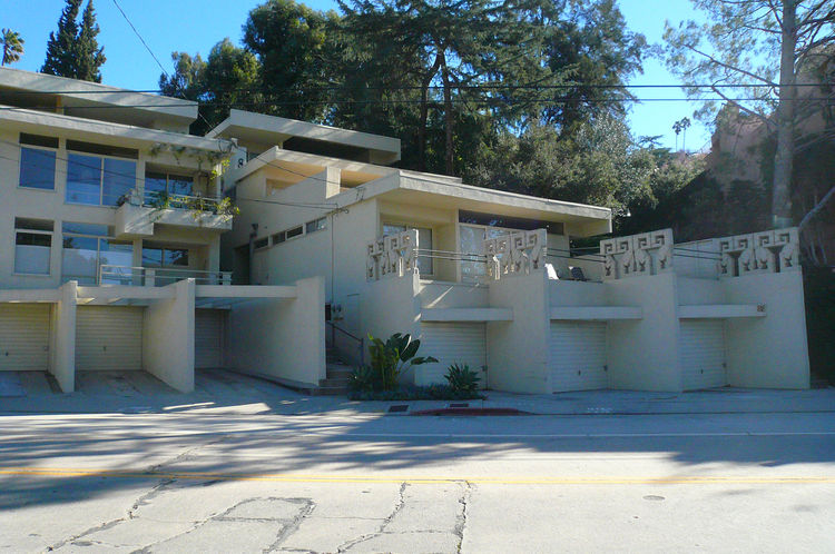 Bestor also pointed out the Rudolf Schindler-designed Bubeshko Apartments on Griffith Park Boulevard, which were recently renovated by the local DSH Architects.