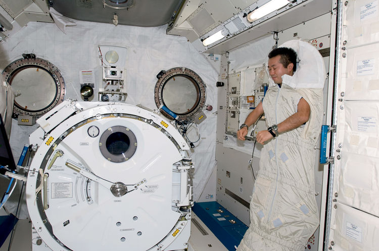 The ground-control crew sets all the schedules, including when to eat and sleep, since the day's 16 sunsets quickly become disorienting. In the ISS's Kibo laboratory, Koichi Wakata sleeps while secured to the wall in a sleeping bag. Image courtesy of NASA
