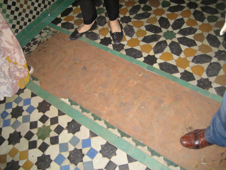 In the entry, they kept a handful of the original tiles from the 1560s alongside those from the restoration that lasted from 1997–1999.