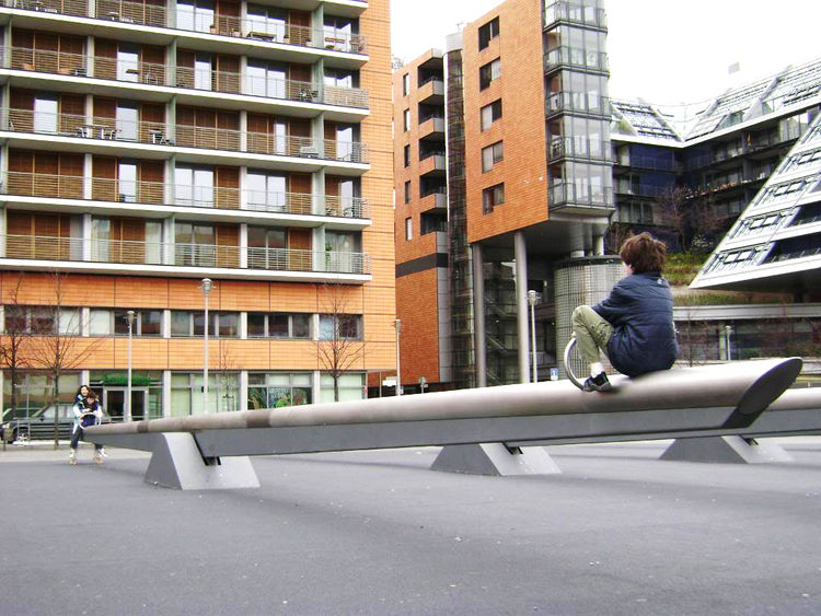 The giant seesaws at Tilla Durieux Park in Berlin work beautifully as both sculpture and play equipment, not to mention science lesson. Integrating play into public art helps bring it out of the defined space of the playground and into the city itself, fo