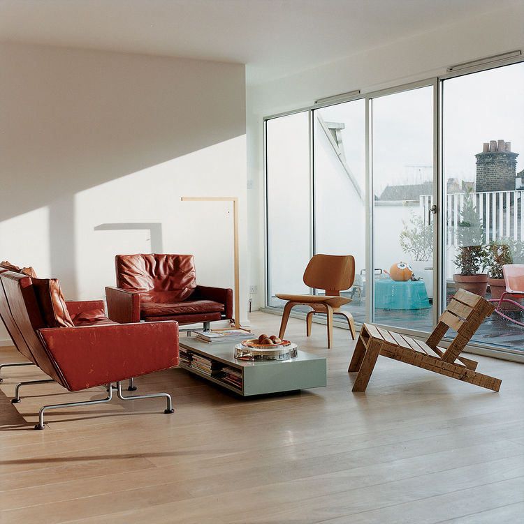 Nina Tolstrup's living space is furnished with a combination of pieces that she's designed herself, like the Pallet chair she created for the Ten, 10, X projectat 100% Design, and the classics she's collected from the likes of Kjærholm (in red leather) an