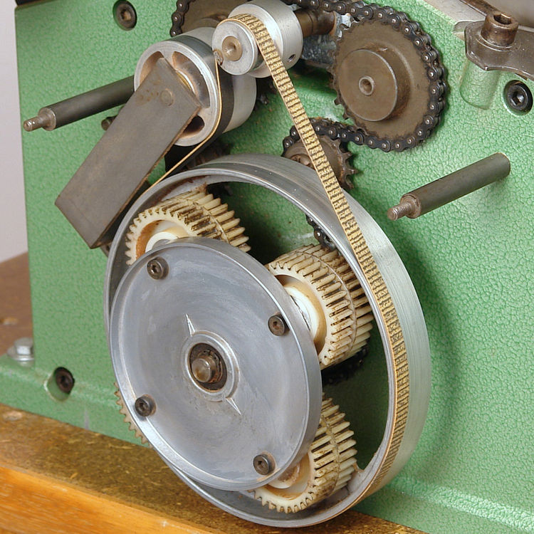 Under the hood of this vintage 1982 Inca planer/jointer—which can reduce the rowdiest lumber to the desired thickness while imparting a flawless finish—is a constellation of planetary gears and sprockets that synchronize via belt and chain to propel wood