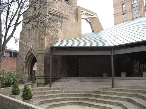 "The First Church in Boston, restored by Paul Rudolph in 1971.  Image courtesy Flicker user <a href=""http://www.flickr.com/photos/barakmich/"">Barakmich</a>."