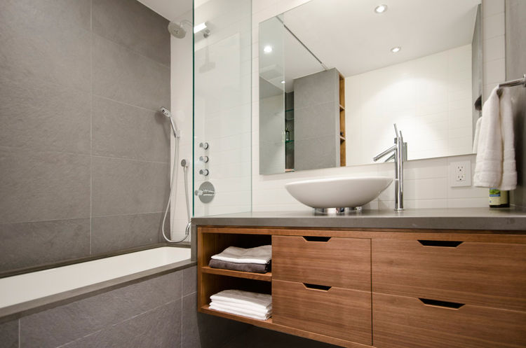 Modern bathroom with grey tile in New York by StudioLAB