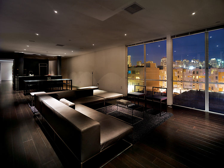 The penthouse living room is furnished with Ile Club by Piero Lissoni for Living Divani. The Metropolitan Riverside Park City Lights rug is by Merida.
