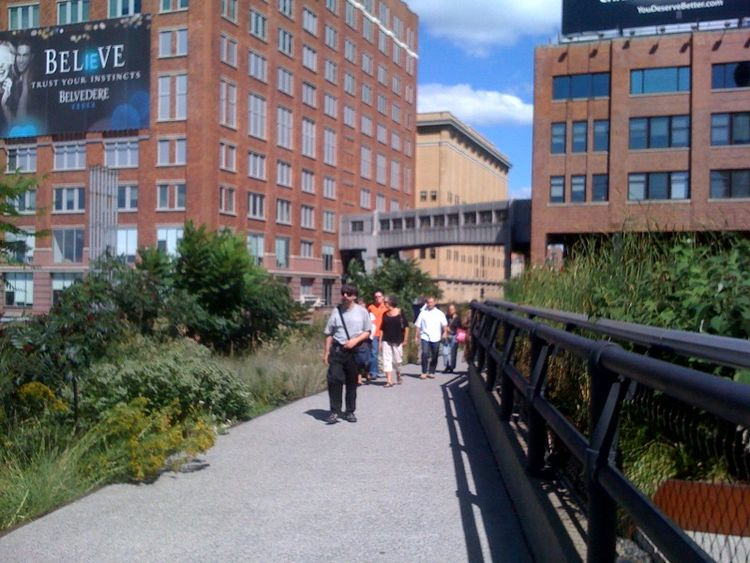 After a quick breakfast I strolled over to the High Line in Chelsea, which really does live up to its hype. I'd been there once before, but the aerial park blew me away again, with its wooden seating, native landscape, and birdseye views from the reclaime