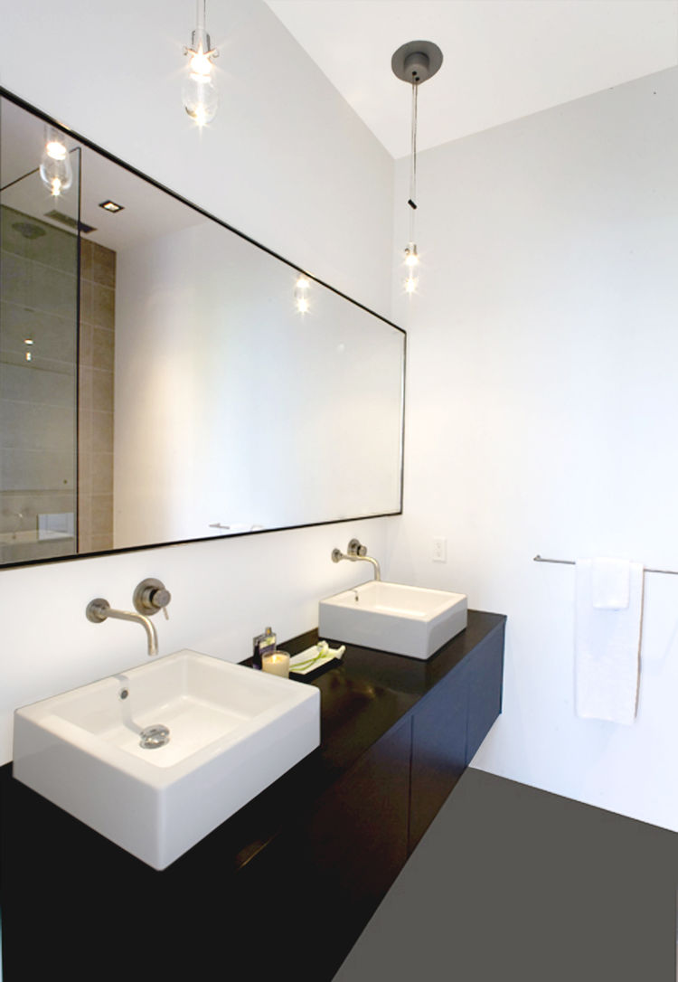 "<p>In the master bathroom, Hollis designed a custom floating oak vanity with two sinks, outfitted with <a href=""http://www.boffi.com/"">Boffi</a> fixtures.</p>Photo by <a href=""http://www.benmayorgaphoto.com"">Ben Mayorga Photography</a>"