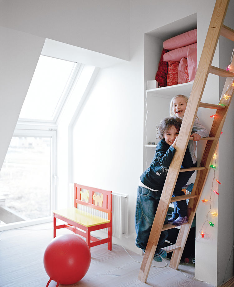 The children enjoy larger bedrooms in the Active House than at their old place. Anna loves the ladder up to her sleeping deck. The furniture is by the Danish firm We:Do:Wood. The interior Douglas fir is from Dinesen.