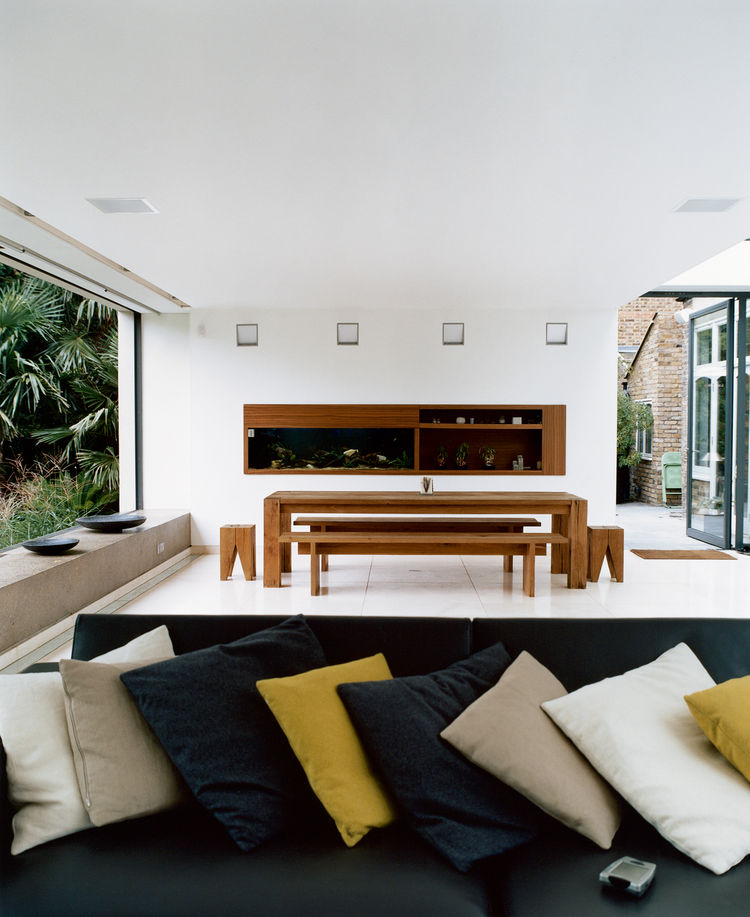 The new space was conceived as a blank canvas so that the decidedly nontraditional English garden—a large lawn bordered by exotic palms, bamboos, ferns, and other flamboyant foliage inspired by a recent holiday to Australia—could be the focal point. The m