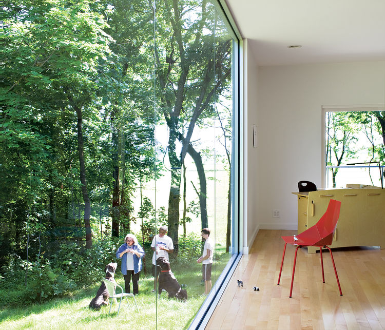 Ewing designed a floor-to-ceiling window to provide an expansive view while bathing her living room in natural light. She hired D & H Glass, a local company that makes plate-glass windows for grocery stores, to join three standard-size windows, filling th