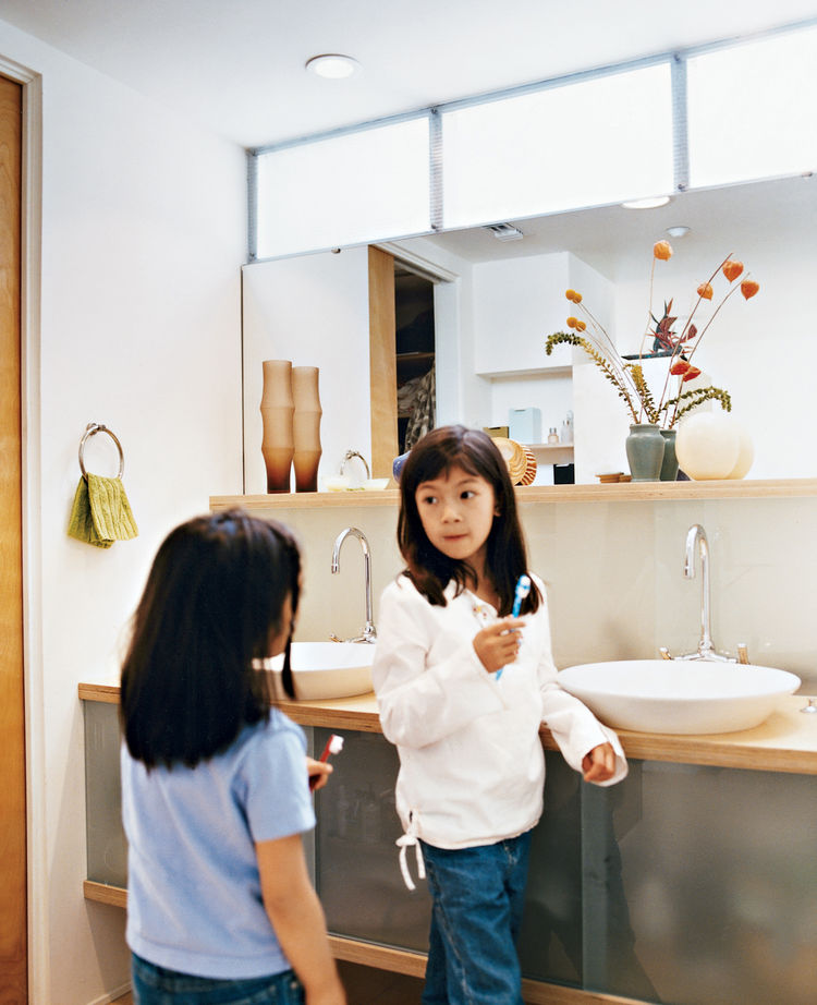 "Kai and Téa brush their teeth in the upstairs bathroom shared by all. ""We went with the 1950s thing—a family bathroom,"" explains Blatt. The sinks are by Kohler."