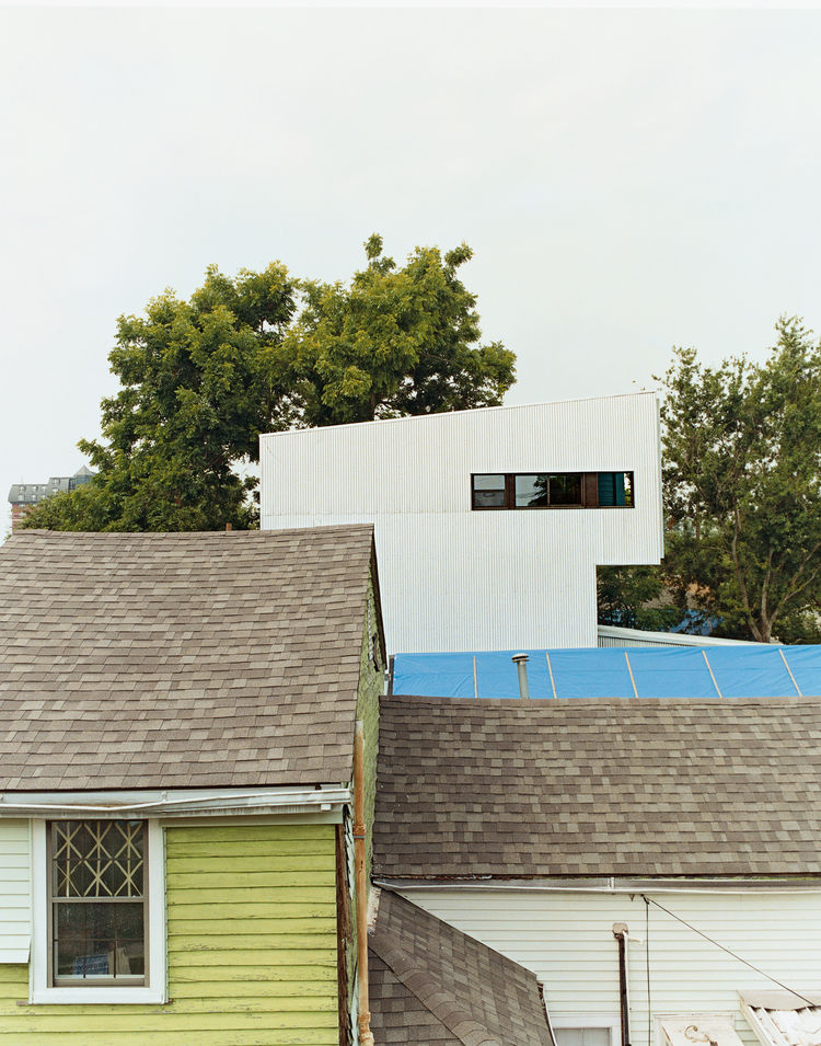 Though the Lowerline House may appear radically different, it deliberately mimics the neighboring shotgun camel-backs. The form is derived from a time when city taxes were based on the height of a building at the street front. To get more space but not ge