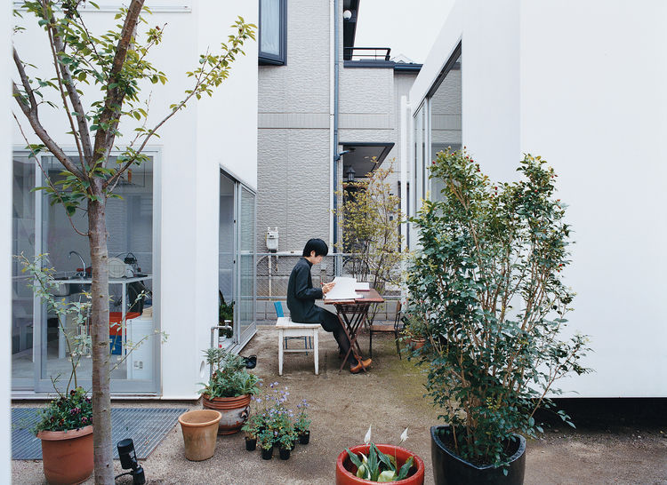 minimalist steel prefab house in tokyo