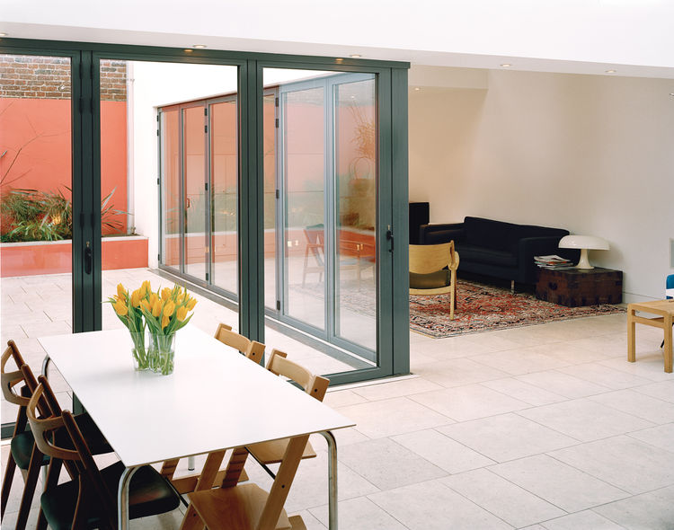 The fluid relationship between the open-plan living zone and the garden, enhanced by even floor levels inside and out, helps create a generous feeling of space, despite the challenging constraints of the limited site.