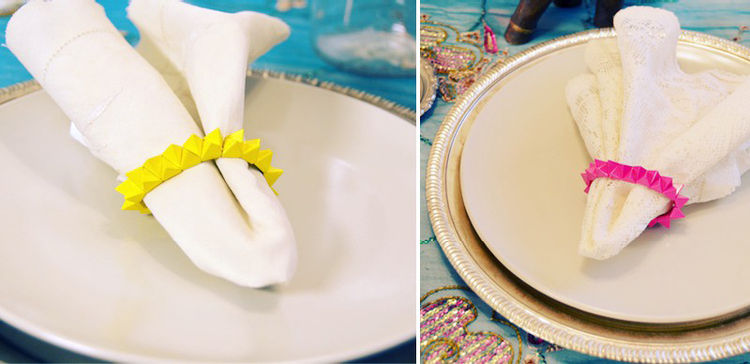 Napkins with bright napkin rings.