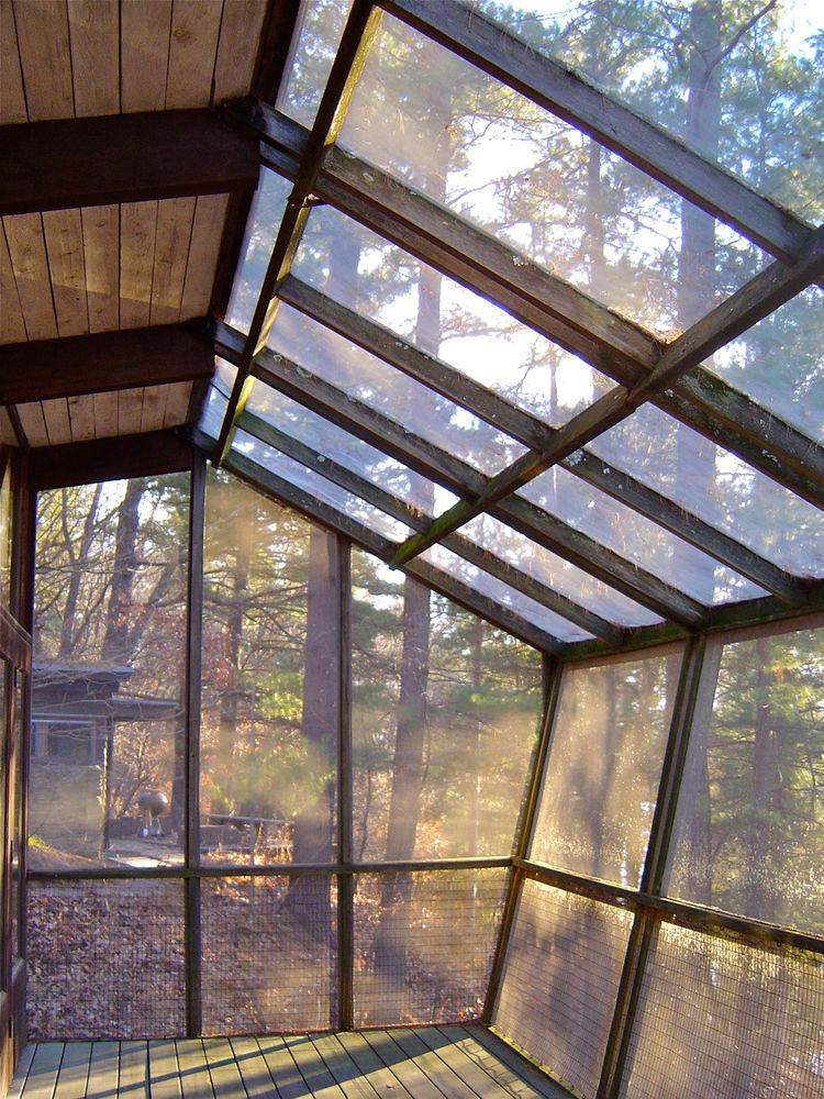 Sun room of modern house designed by Close Associates
