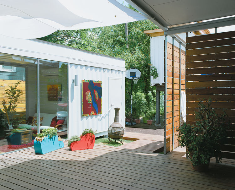 "The 400-square-foot deck between the main house and guest quarters catches a cool breeze—a big bonus during Houston's ""super-summers""—and is often filled with the couple and their friends enjoying local microbrews. ""The challenge was how to stitch togethe"