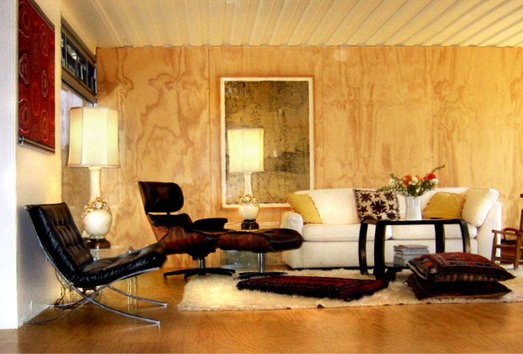 Jantzen sheathed the living area's walls and floor in furniture-grade plywood paneling, behind which he placed thermal insulation to retain heat in the winter. He then sealed the ply in a water-based, low-VOC clearcoat to prevent any fumes from escaping f