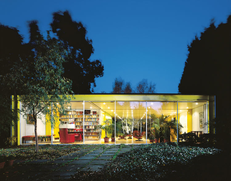 """The Rogers House, built in 1969 for Rogers's parents,was """"a transparent, flexible tube which would be adapted and extended,"""" offering freedom of layout through flexibility of design."""