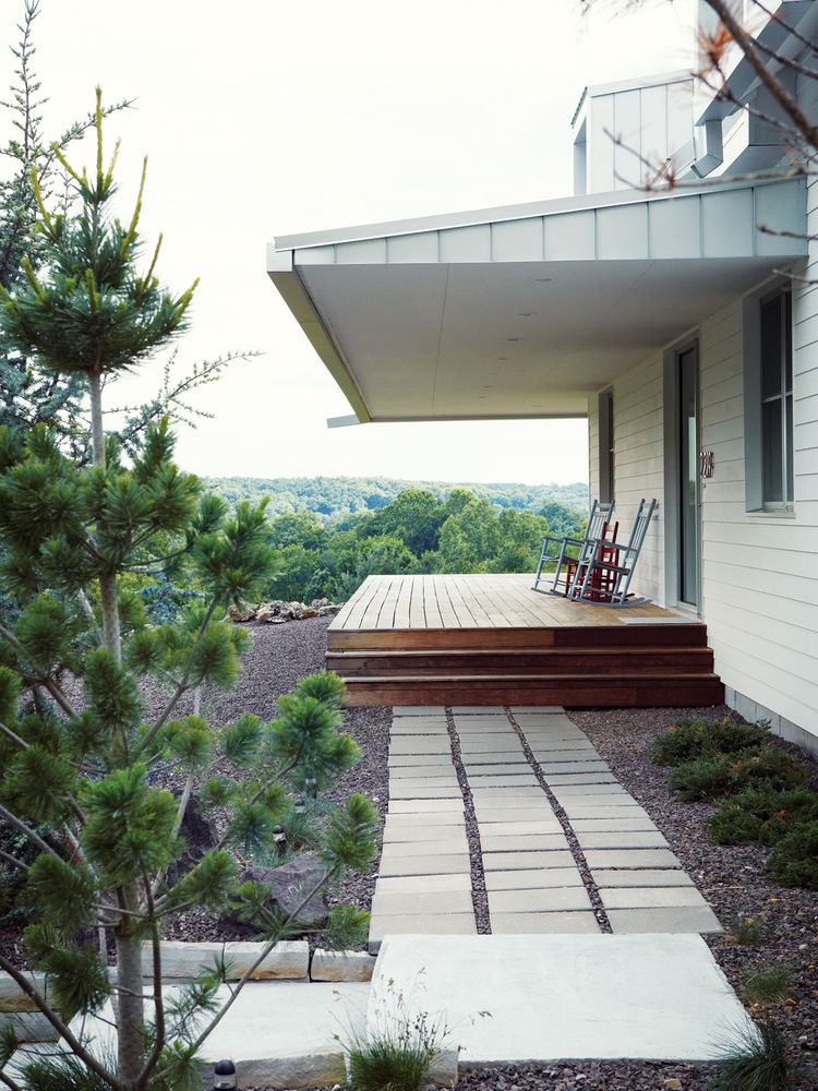 Modern porch walkway with square stepping stones