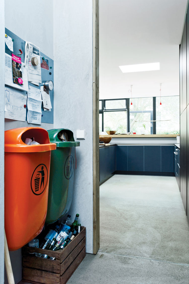 Disposable unit area by kitchen