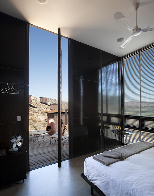 Guests need not to worry about privacy, despite the open and airy design of the accommodations. The units, thoughtfully and methodically interspersed between boulders, were incorporated into the mountain slopes so that ten sit parallel on one side of the