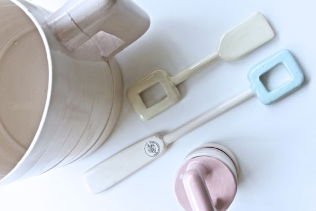Stoneware objects by Hanna Dis Whitehead