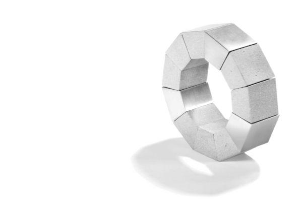 Konzuk modern concrete ring