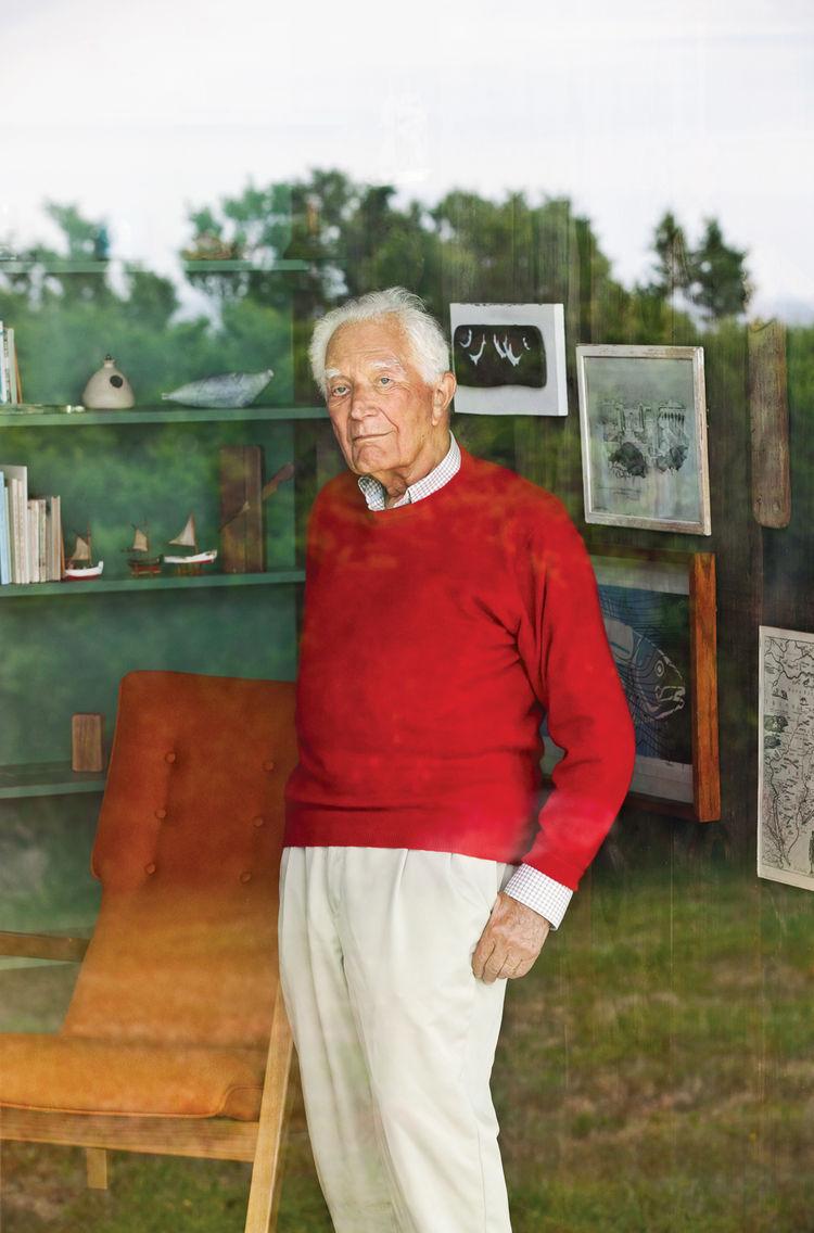 Portrait of designer Jens Risom at home