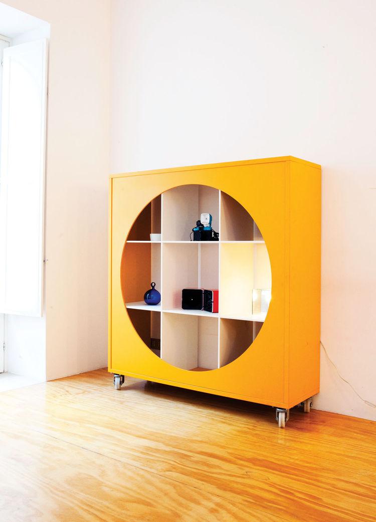 Yellow storange shelf by Jasper Morrison