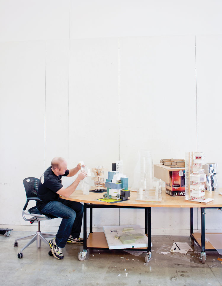 Photographer Ian Allen visiting Austin E. Knowlton School of Architecture 's Knowlton Hall classroom