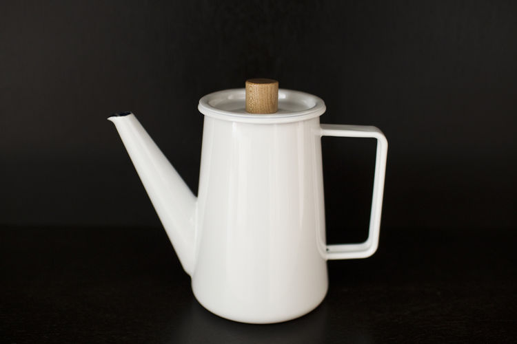 White tea pot with wooden top