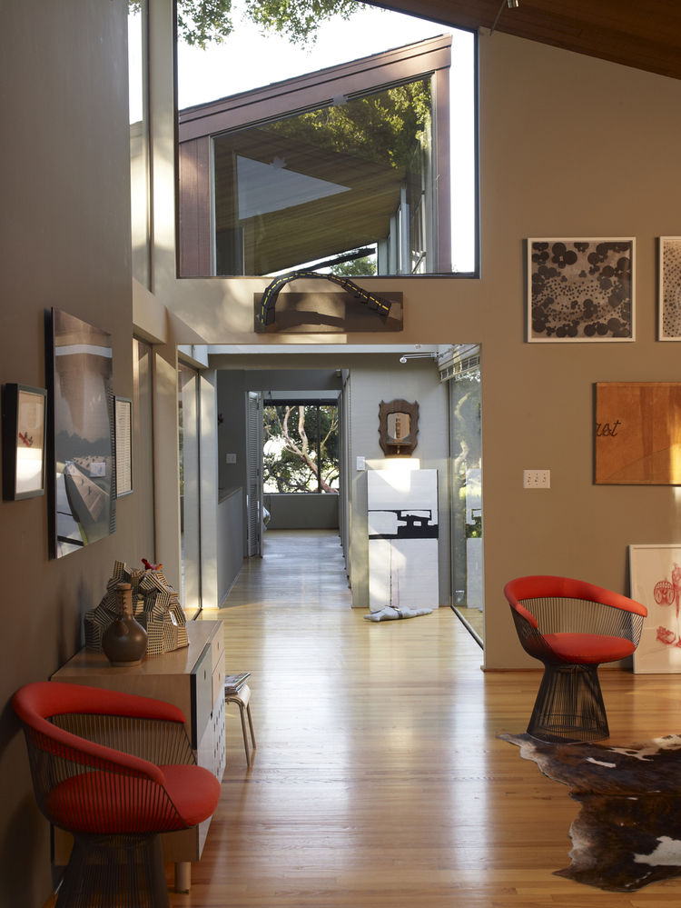Living room hallway with wall art and Wire chairs