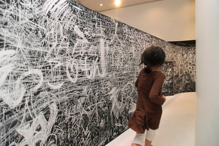 Mr. Loop winding blackboard wrapping around a room at the Hakone Open-Air Museum