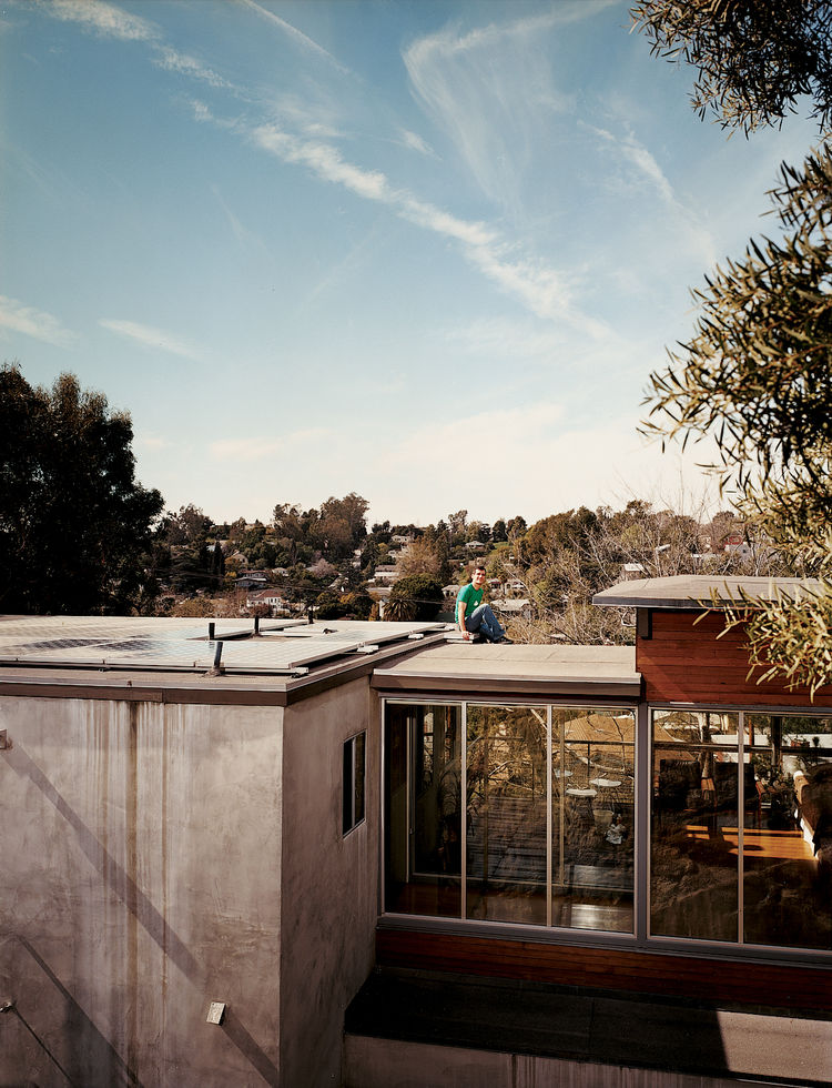 With its easy access, the flat roof is never hard to maintain.