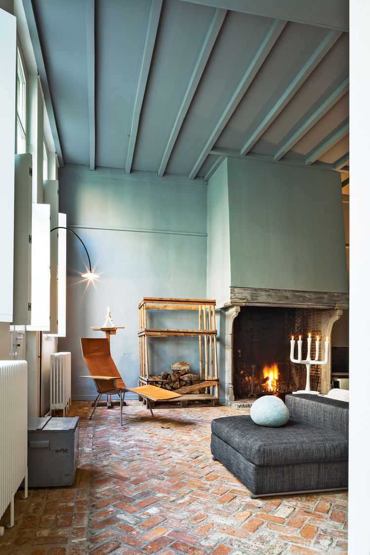 Wenes residence living room fireplace