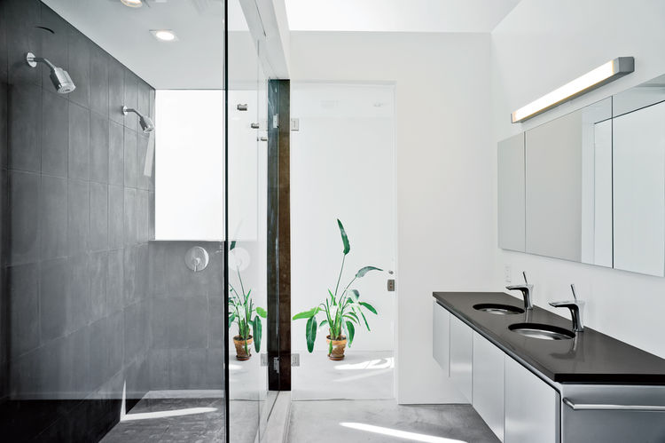 Modern bathroom with microtopped flooring