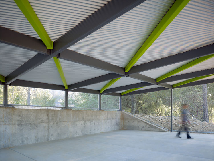Parallax pavilion with geometric beams