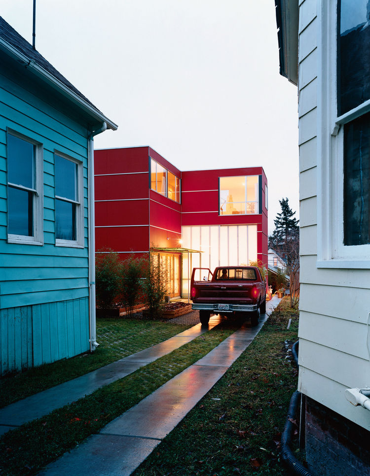 Sarti house exterior driveway