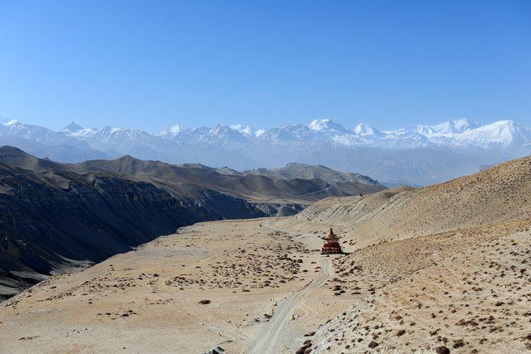 Lone stupa Himalayan mountains