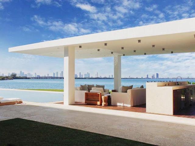 Modern outdoor bar lounge in Miami Beach
