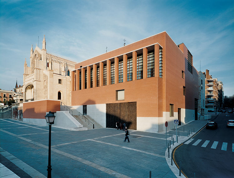 Rafael Moneo's extension of the Prado, sits as nicely next to the neoclassical original as the gothic Monasterio de Jeronimos next door.
