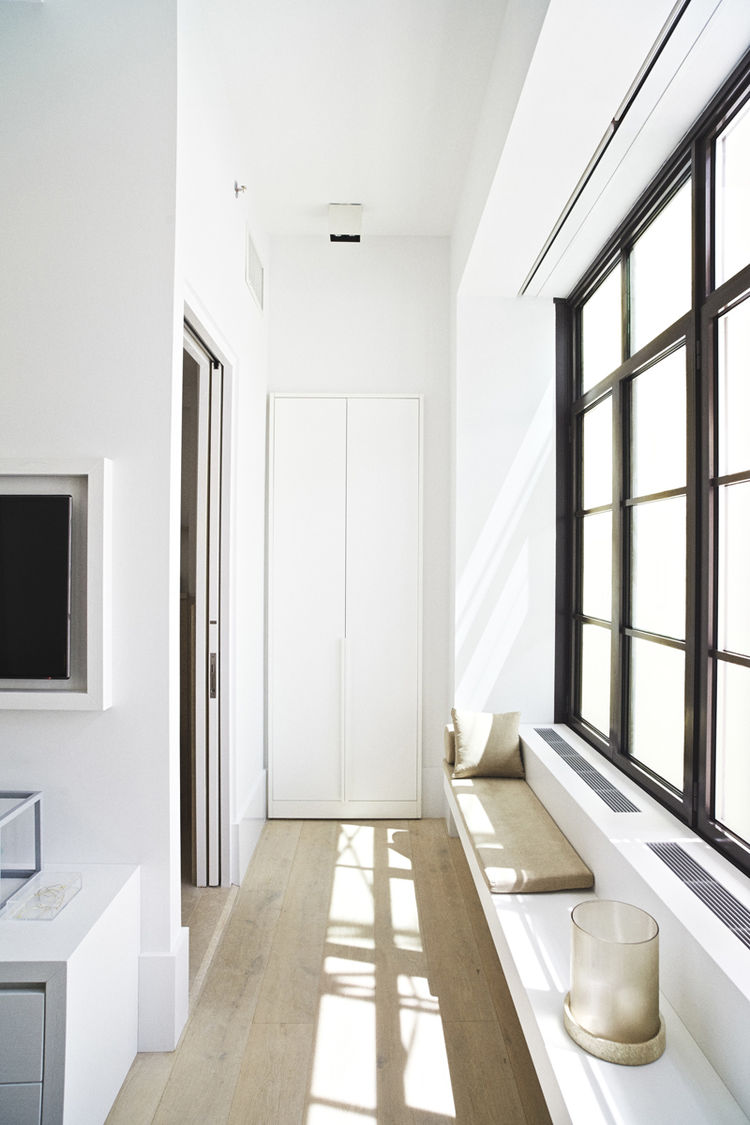 Custom millwork in Huys 404 Park Avenue South by Piet Boon