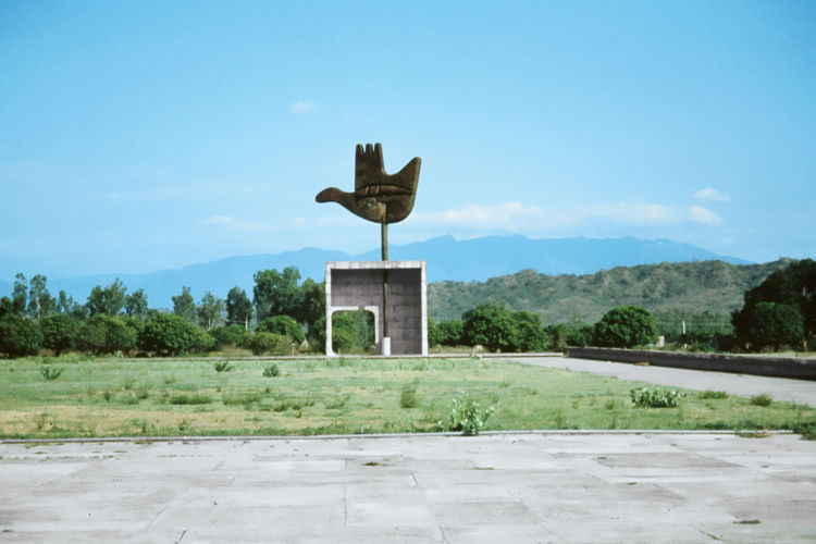 Open Hand monument by Le Corbusier