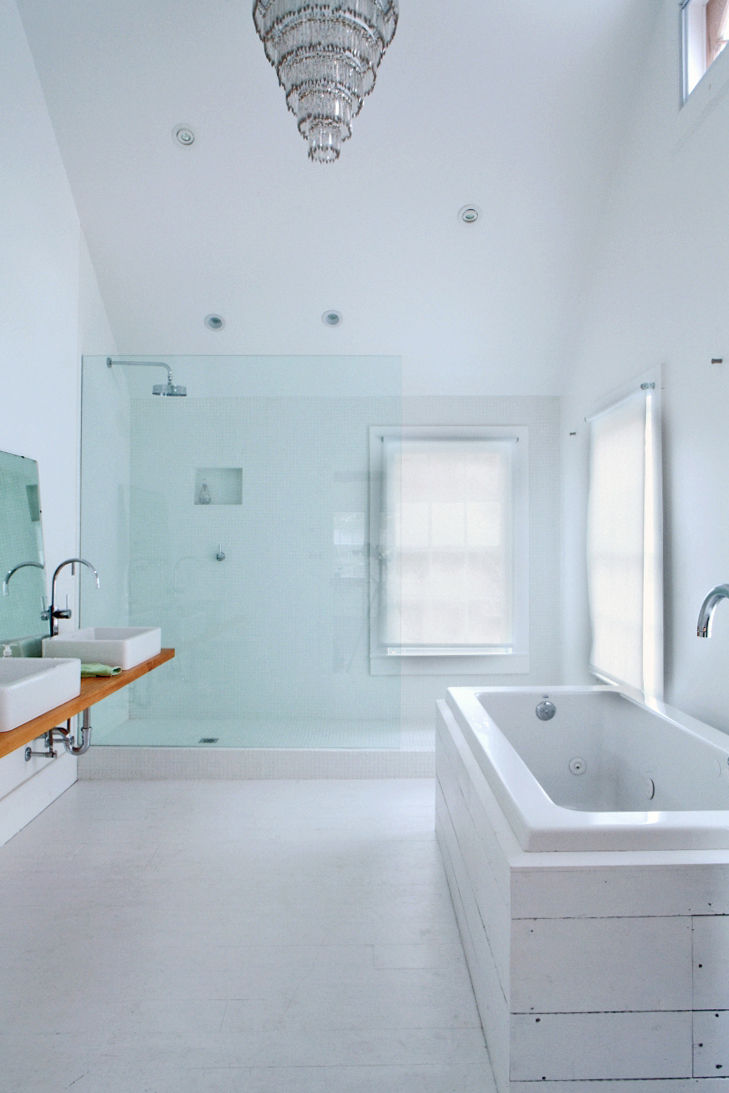 Floating Farmhouse Tom Givone renovation upstate New York master bathroom Produit Neptune bathtub